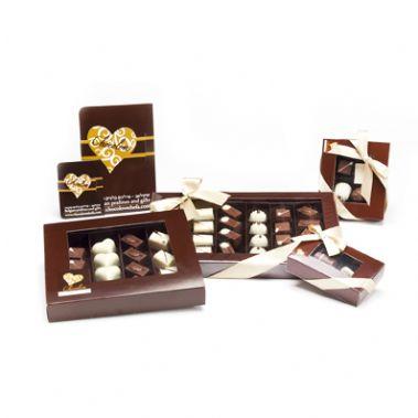 סט לשוקולדים בצבע חום וסרטים לבנים