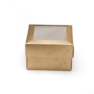 קופסה קובייתית זהב עם חלון